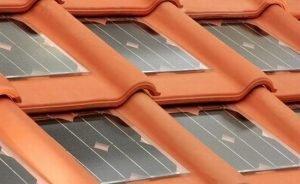 Tigla cu panouri solare